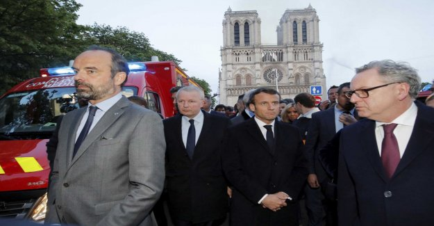 Macron stop his campaign after the fire