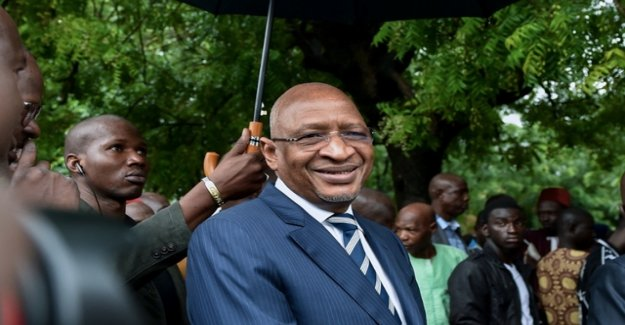 Mali government resigns closed