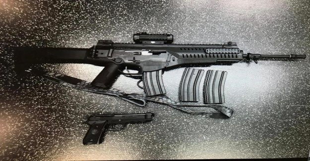 Man with airsoft weapons is a cause for police use