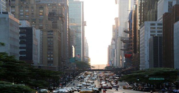 Manhattan rises in the future, a road customs