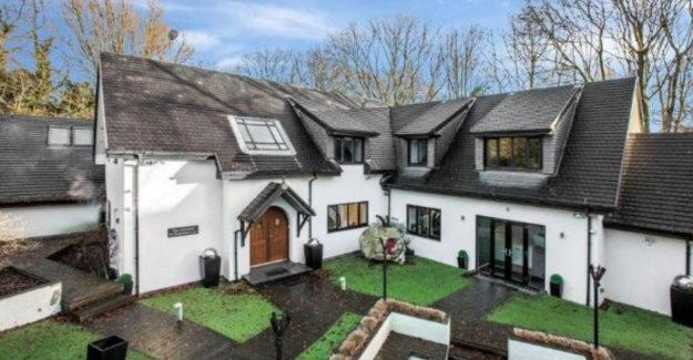 Marouane Fellaini sells abode in Manchester (with a private salon) for 2.3 million euro