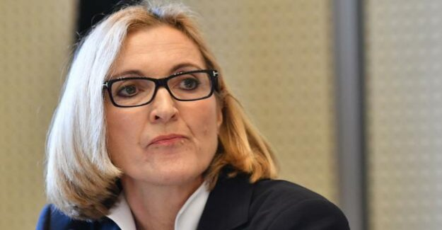 National-socialist Offensive : Berlin's General Prosecutor receives rights threaten-Mail