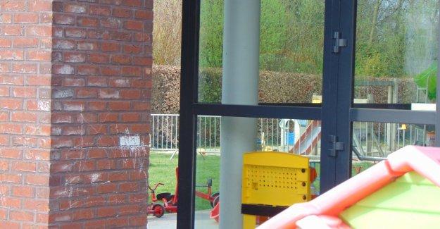 Neighbor complains about noisy children in garden daycare: municipality converts half of garden with nadarhekken