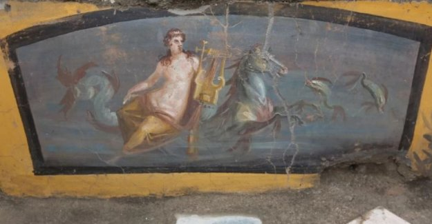 Old sign unearthed in Pompeii: half-naked nymph lured ancient Romans for a quick bite
