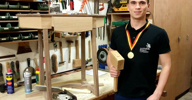 On his 7th, he was already nesting boxes, now is Robbe (21) — again Belgian champion furniture building: Yeah, wood is my passion