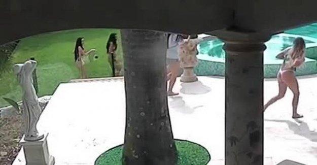 Panic: Bikinimodeller chased by kangaroo