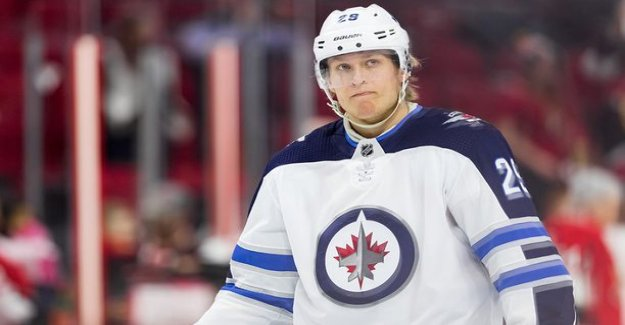 Patrik Laine was spotted in traffic luxury car driving - news anchor sign off the car condition