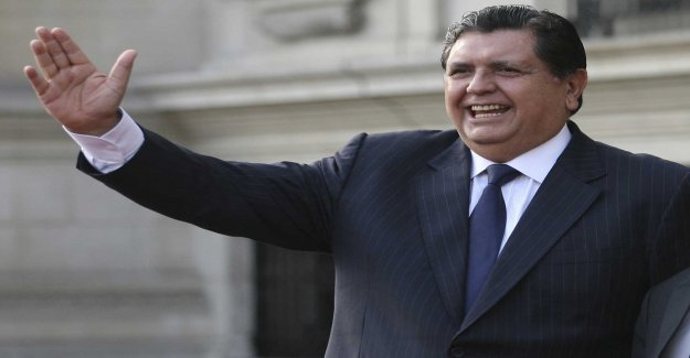 Peru's expresident shot himself at the police