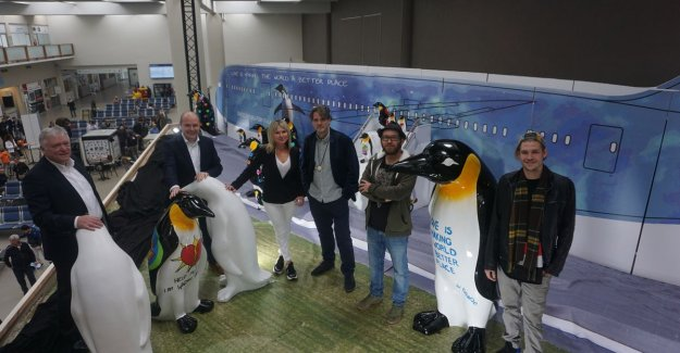Pinguïnfamilie landed on the airport of Oostende: art project must be new animal shelter to push