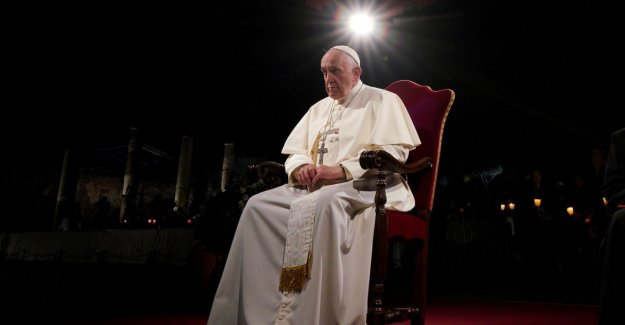 Pope deplores the indifference and selfishness in the way of the Cross