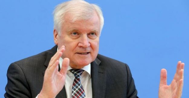 Presentation of the crime statistics : The double Seehofer