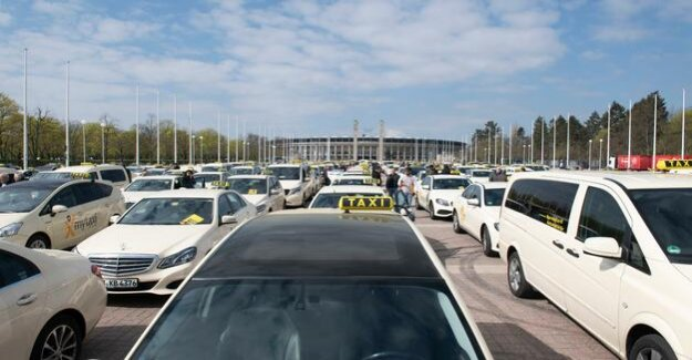 Protest against new law : taxi demo puts the airport Tegel lame