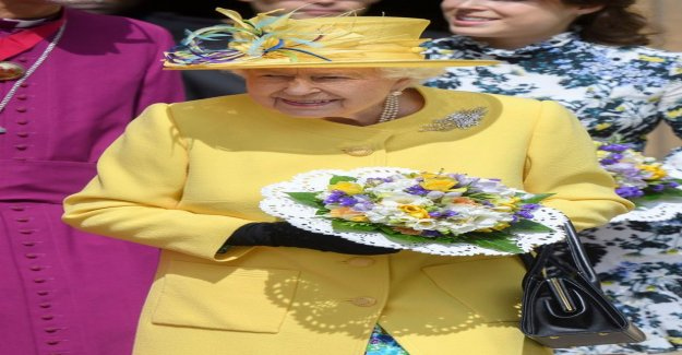 Queen Elizabeth, 92, threw tipunkeltainen in a dress - a striking sight
