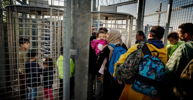Report: Hungary lets the locked up refugees starve
