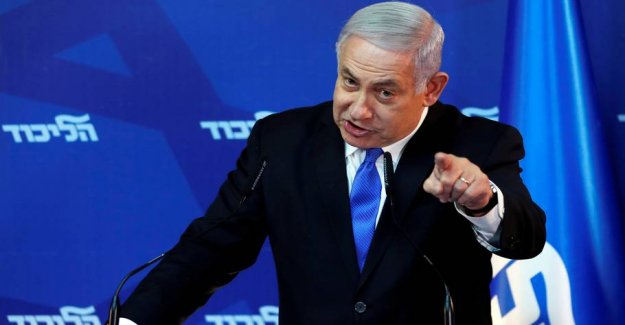 Researcher: Pressed Netanyahu beats the nail in the peace process coffin