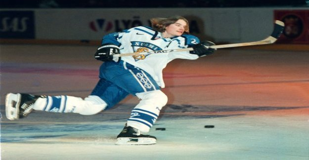 SM-league slap shot in the race the most amazing thing happened 20 years ago: a woman hockey player to beat the men's league legend in a fearful bomb - the Boy rushed immediately set off to him