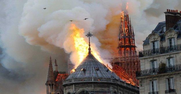 Sad Parisbor flock to Notre-Dame