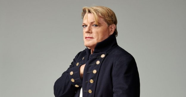 Scenrecension: Eddie Izzard is the world's funniest history teacher