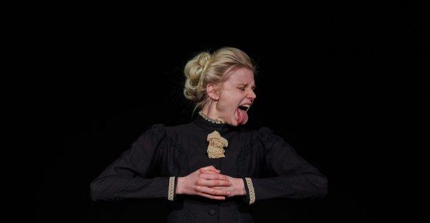 Scenrecension: Frida Uhl krackelerar on Strindberg's theatre