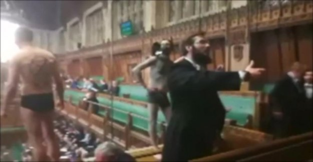 Semi-nude protests in the british parliament – 12 arrested
