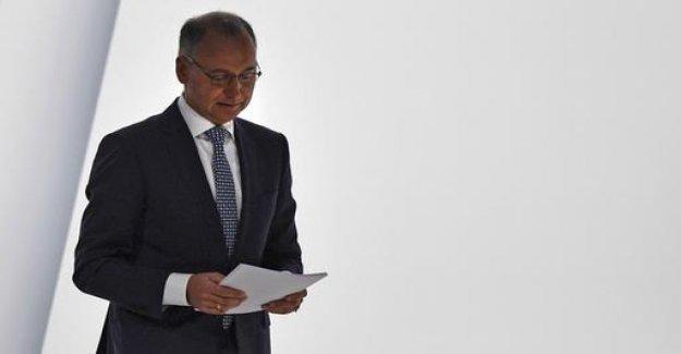 Shareholders withdraw Bayer-chief Baumann trust