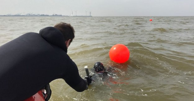 Shells, seems to be safer than to put everything: researchers are taking samples of 'munitiestort' for coast of Knokke-Heist