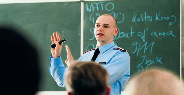 Soldiers spell of the Berlin SPD : restricted area-class room