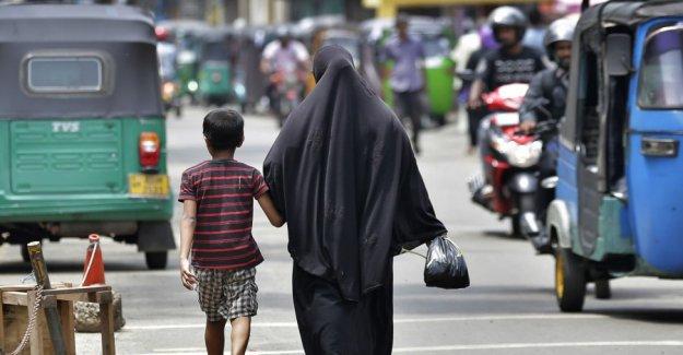 Sri Lanka bans face veil