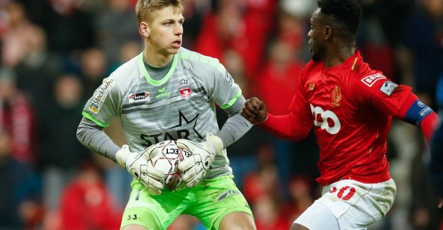 Standard and Club want to Mouscron goalkeeper Jean Butez