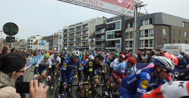 Start Gent-Wevelgem: full Market for seventeenth and last 'wielerhoogdag' in Deinze