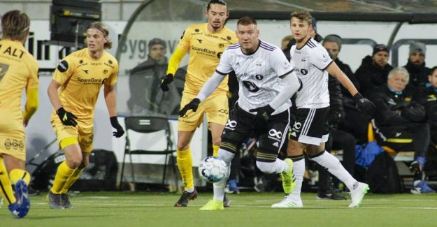 Stinging slaps to Bendtner: He disappeared