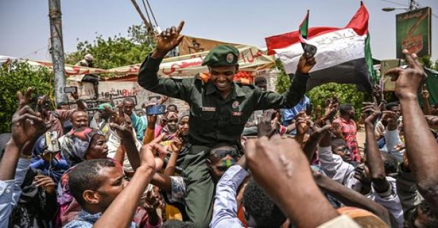 Sudan: military takes brothers Baschirs