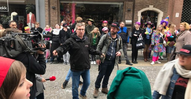 The Champions play carnival parade in belgium with 500 extras