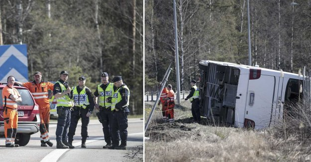 The bus overturned on the E18 – eight to the hospital
