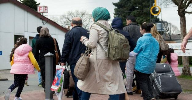 The cost of refugee integration : country leaders reject offer of Scholz