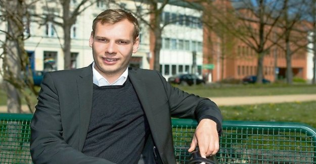 The youngest mayor : It is urged as a young politician, often in a corner