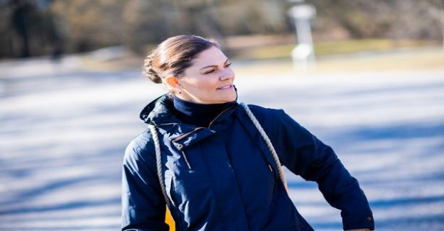 This is jäykistely far! Crown princess Victoria was inspired by the flossaamaan in the middle of posting