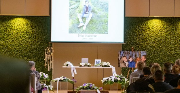 Thousands of people say goodbye of SuperDries: From now on, watch over you, over us from above