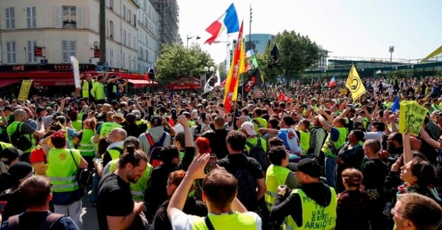 Thousands of yellow West gather to protests in Paris