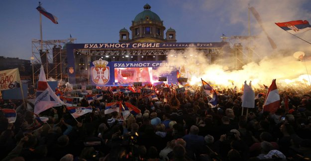 Thousands showed support for the president of Serbia