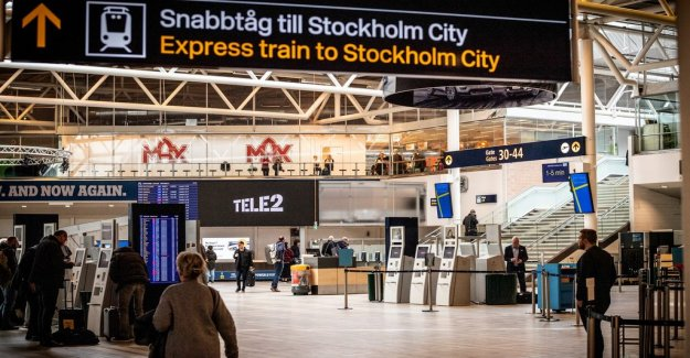 Two arrested at Arlanda airport with large sums of money