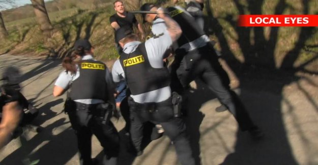 Two people arrested: Police draw batons against the protesters