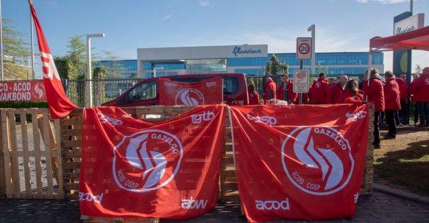 Unions block headquarters Fluvius in Melle