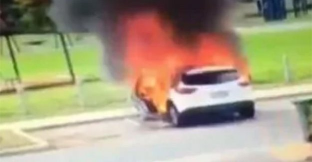 VIDEO. Australian mommy, can little boys just in time from the burning car rescue