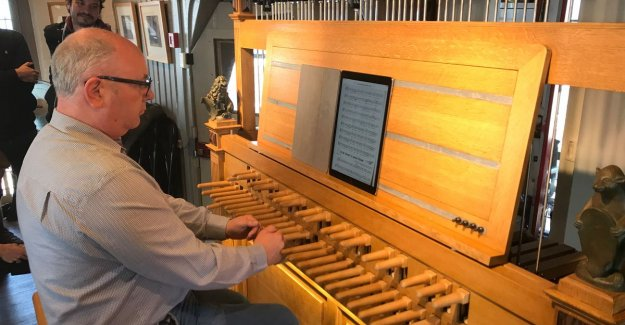 VIDEO. Paul Severs echoes about Bruges Market: carillonneur brings tribute to died singer