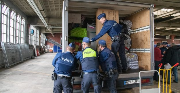 VIDEO. Police checks lowcostbussen on drugs, weapons, contraband, human trafficking and terrorism