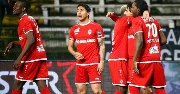 VIDEO. Team celebrates party: leader Genk shoots himself in the foot with missed opportunities and lose of Antwerp
