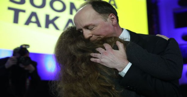 Watch the video: Jussi Halla-aho of the speech sensitive decision: kissed and hugged Holly-wife