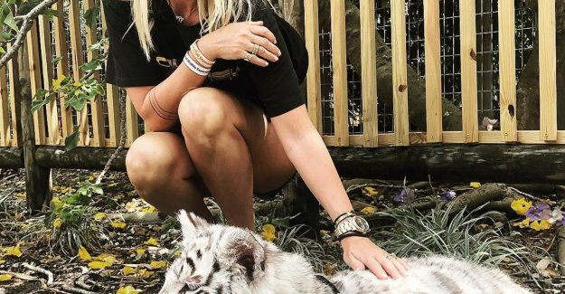 Wife of Sergio Herman poses proudly with tiger cub, but that is her dearly