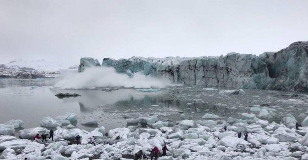 Wild panic: Kæmpebølge sends tourists fleeing